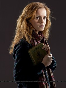 Feature-Hermione-Thelander-Promo-Pic-2
